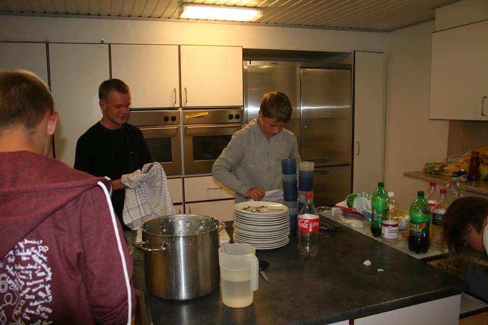 Der arbejdes i køkkenet