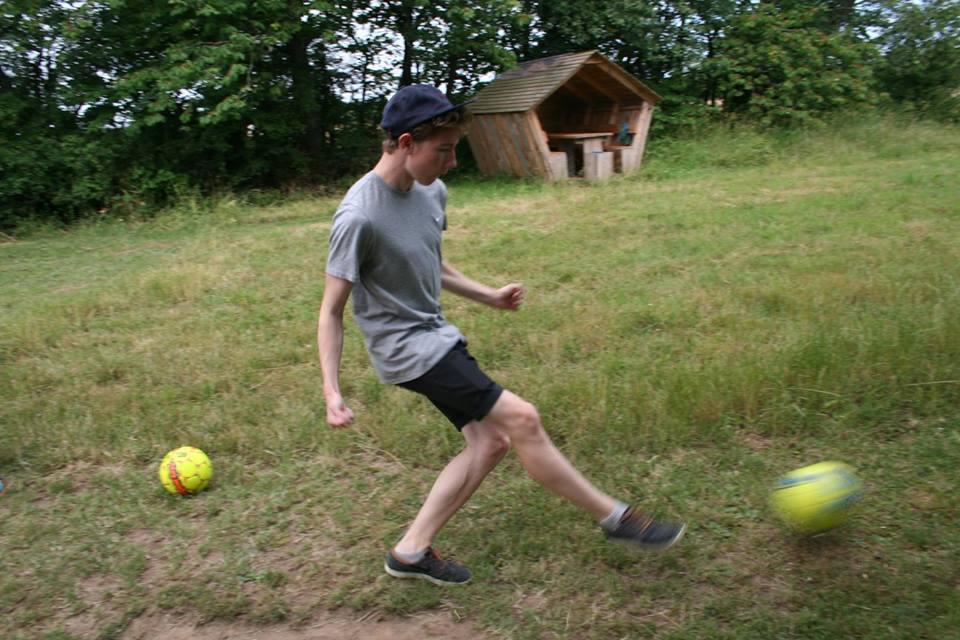 Hans spiller fodbold